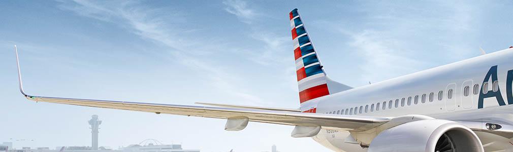 Imagen de un cliente llevando una mascarilla en espera de un avión